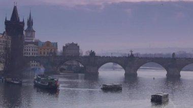 Old Charles Bridge in Prague, monument, night view — Stock Video