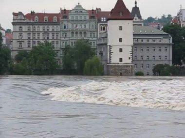Massive rain caused flooding in Prague - Czech Republic — Stock Video