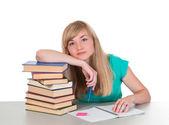 Linda chica sentado en una mesa con libros — Foto de Stock