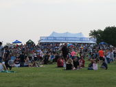 Fourth of July Crowd in Hoffman Estates Enjoying Food and Music — Stock Photo