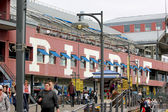 Pier 17 at South Street Seaport is a retail shopping and tourist spot in New York City — Stock Photo