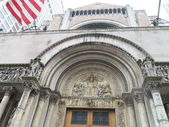 St. Barth's Church showing beautiful exterior architectural details in New York — Stock Photo