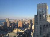 New Yorks arkitektur byggnader med klar blå himmel — Stockfoto