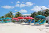 Colorful beach umbrellas line the Shoal Bay Beach in Anguilla — Stock Photo