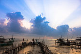 Cor fresca do nascer do sol na praia, Tailândia — Fotografia Stock