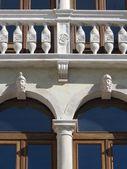 Wyjątkowy fasada budynku, Włochy. — Zdjęcie stockowe