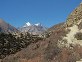 View of a View of a mountain range named Muktinath Himal — Stock Photo
