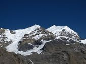 Snow capped mountain named Purbung Himal — Stock Photo