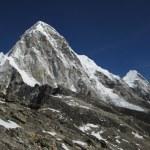 Peaks of Pumo Ri and Kala Patthar, Nepal — Stock Photo #32498579