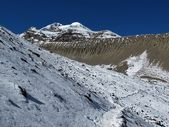 Huge moraine on the way to Thorung La Pass — Stock Photo