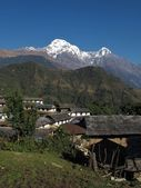 Idyllic village Ghandruk and snowcapped Annapurna South — Stock Photo