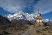 Snow capped Annapurna Range and stupa, Nepal — Stock Photo
