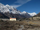 Gangapurna, Tilicho Peak and monastry — Stock Photo