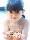 Girl holding seashell — Stock Photo