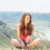 Doğa genç kadınlara — Stok fotoğraf