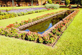 Landscaped Formal Garden With Rectangular Fish Pond — Stock Photo