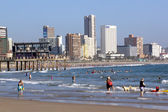 Swimmers and Sun Worshipers on Sunny Beach in Durban South Afric — Stock Photo