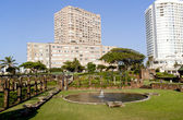 Pond in Sunken Gardens with Hotels in Background — Stok fotoğraf