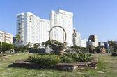 Slasto and Stone Basket in Gardens Outside Durban Hotels — Stock Photo