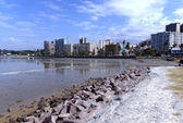 Durban Harbor with Residential Buildings on Esplanade in Backgro — Stock Photo