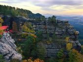 Summer evening before storm in Bohemian Switzerland, grey sky over sandstone rocks. — Stockfoto