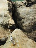 Easy via ferrata in sandstone rock of Saxony Switzerland. Iron twisted rope fixed in block by screws snap hooks. — Stockfoto