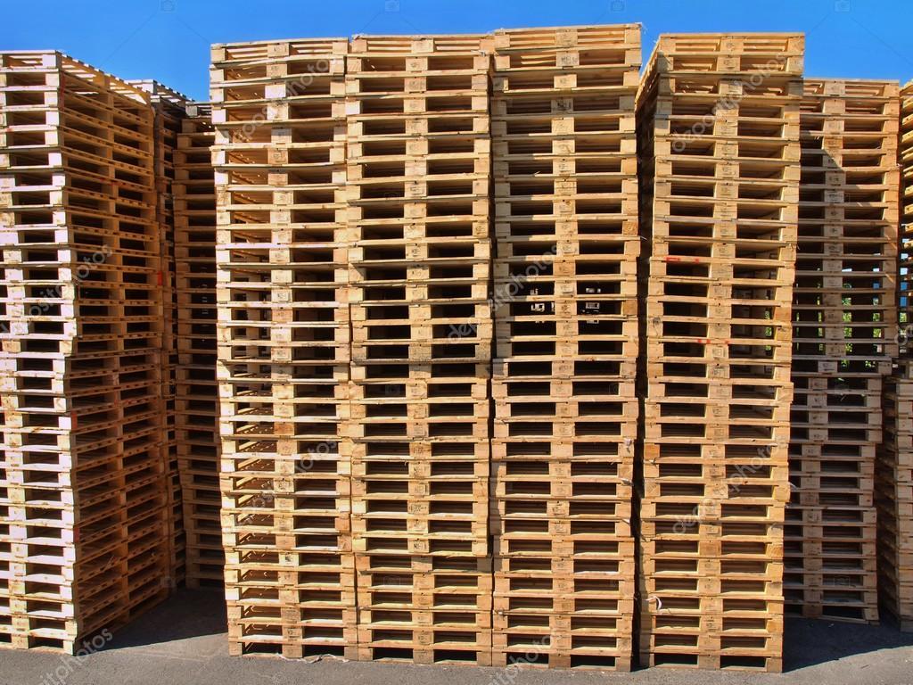 Estoque de paletes de madeira nova do euro na empresa de transporte  #0E64BE 1024x768