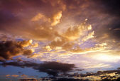Beautiful cloudy sky. Cloudy abstract background. Sunset colors. — Stock Photo