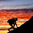 Silhouette of a man that climbs the mountain — Stock Photo