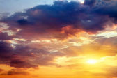 Beautiful sunset sky with sun. Sky background. — Stock Photo