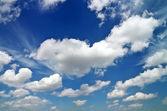 Mavi Gökyüzü bulutlu. doğanın kompozisyon. — Stok fotoğraf