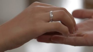 Exchanging wedding rings — Stock Video