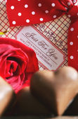 Red rose and chocolates — Photo