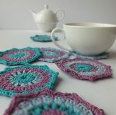 Set crocheted saucers with teapot and cup — Stock Photo
