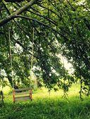 Balanço de madeira para crianças — Fotografia Stock