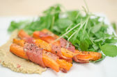 Sweet potatoes with prosciutto — 图库照片