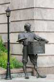 Kiev. Sculpture of Pope Carlo near Puppet Theatre — Stock Photo