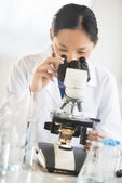 Female Scientist Using Microscope — Stock Photo
