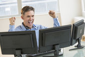 Successful Trader Screaming While Using Multiple Computers — Stock Photo
