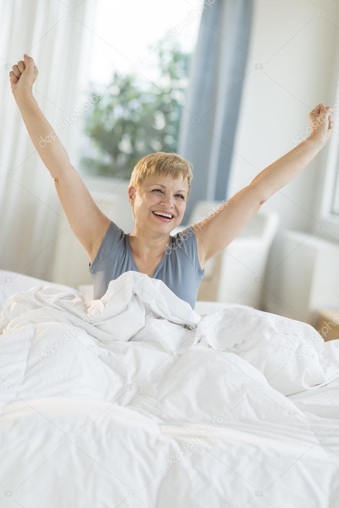 Трахание зрелых в кровати фото 6 фотография