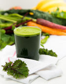 Freshly Squeezed Kale or Spinach Juice — Stock Photo