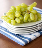 Green Organic Grapes on platter — Stock Photo