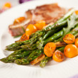 Grilled Pork Chops with Asparagus and Kumquat Oranges — Stock Photo