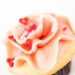 Vanilla Strawberry Cupcake — Stock Photo #29077349