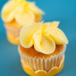 Valentine's Day Vanilla Cupcake — Stock Photo