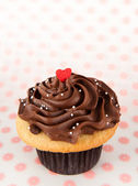Vanilla Cupcake with Heart Candy — Stock Photo