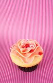 Vanilla Strawberry Cupcake with Heart Candy — Stock Photo