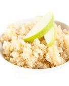 Tazón de cereal qinua caliente con rebanadas de manzana — Foto de Stock