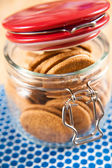 Clear Glass Jar with Ginger Cookie Sandwiches — Stock Photo