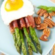 Healthy Paleo Breakfast with Asparagus Wrapped in Prosciutto, Fried Egg, and Raw Pecan Halves — Stock Photo #29081421